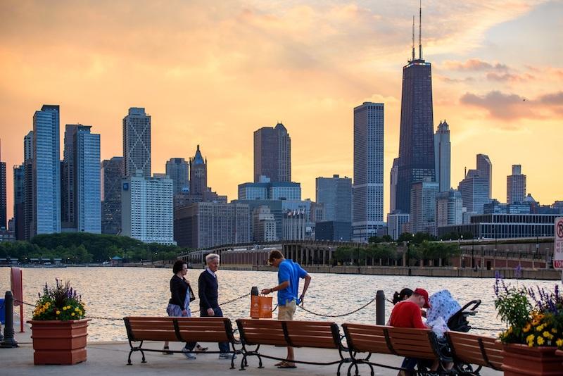 O que fazer em Chicago: turistas no Navy Pier